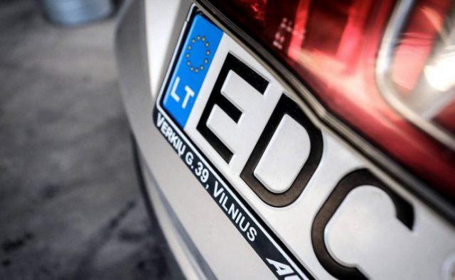 Перші 2 «євробляхи» розмитнили у Вінниці за 50 і 60 тисяч гривень. Це 11 і 16-річні «Форди» з Європи